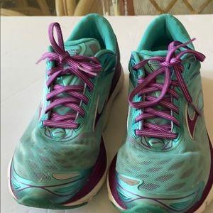 Brooks transcend 3 tennis shoes